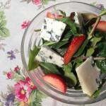 春のベビーリーフサラダ、シェーヴルといちご ×トゥーレーヌの白