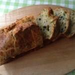 シェーヴルチーズ、ミント、松の実のケークサレ×ブルゴーニュのシャルドネ