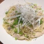 【伯方の塩を使った我が家の自慢レシピ】ねぎと七面鳥の和風ぺペロンチーノ×日本の白