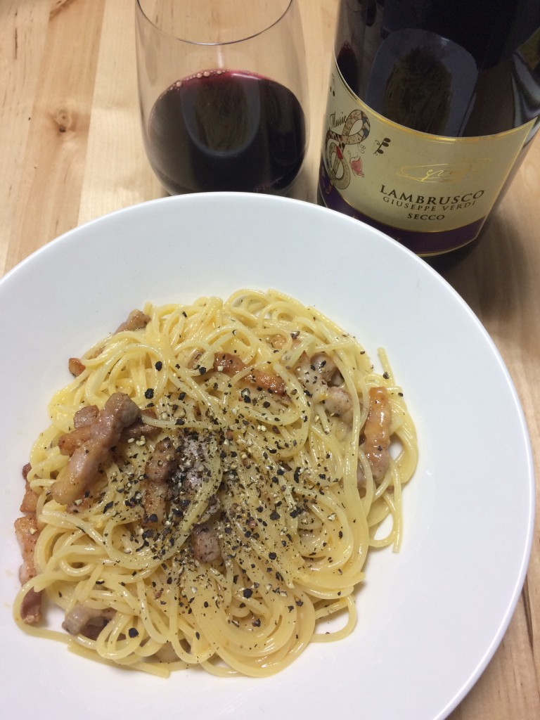 スパゲッティ・カルボナーラ×ランブルスコ・セッコ