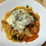 【レシピブログ】残り野菜のナポリタン、明治十勝贅沢スライスチーズのせ×チリのBOX赤ワイン