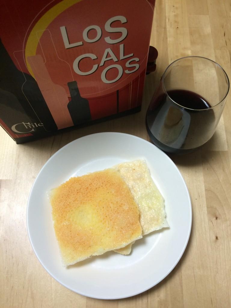 明治北海道十勝贅沢スライスチーズ3wayタイプのパリパリ×チリのBOX赤ワイン