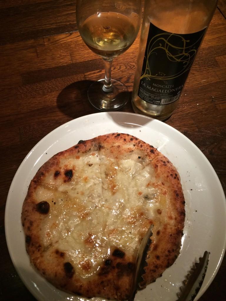 はちみつピザ×スペインのデザートワイン