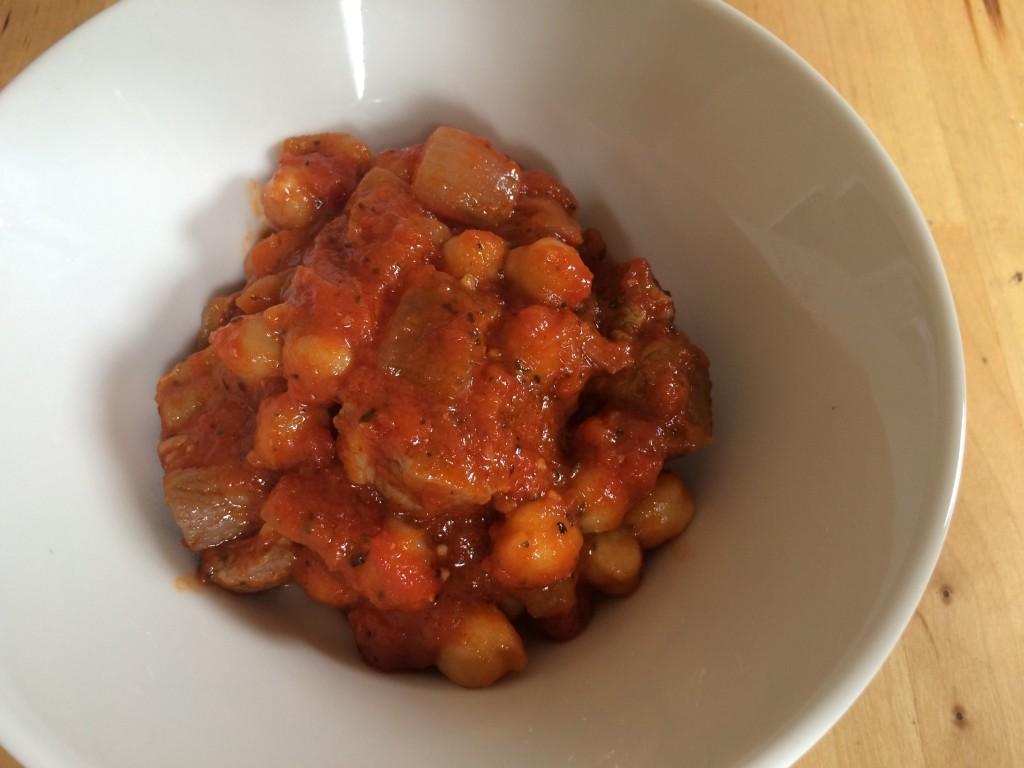 自家製パンチェッタとひよこ豆のトマト煮