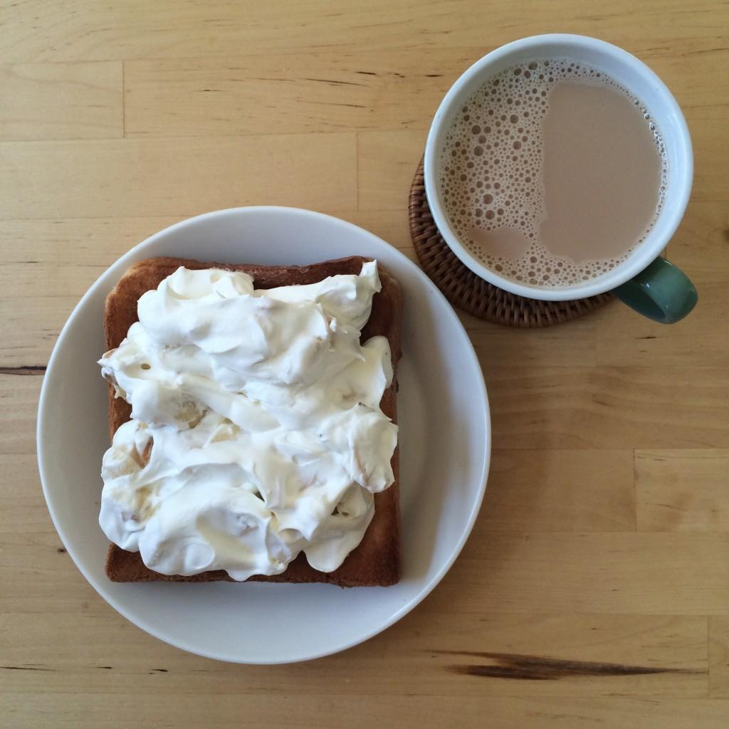 バナナホイップトースト×豆乳ミルクティー