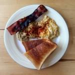 【レシピブログ】2種のスクランブルエッグの朝食×チリの白