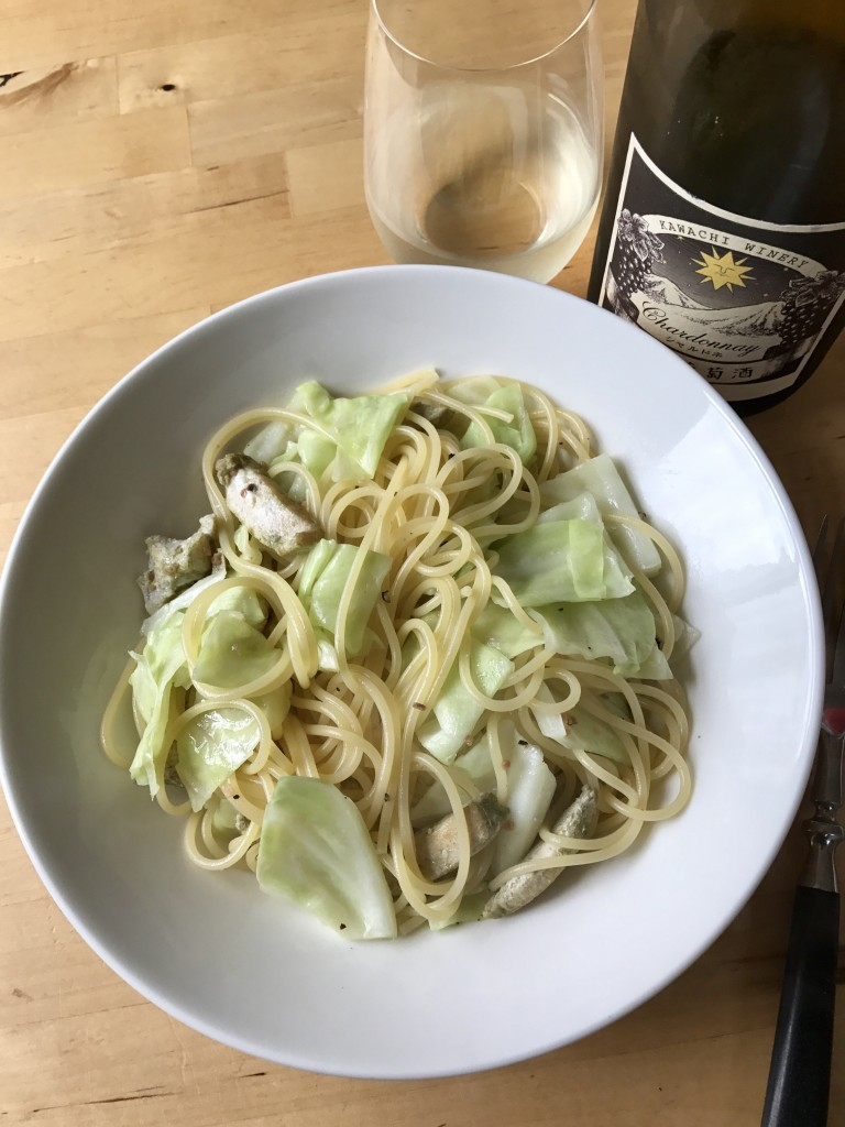 チキンとキャベツのガーリックパスタ × 河内ワイン シャルドネ 2014