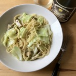 【レシピブログ】チキンとキャベツのガーリックパスタ × 河内ワイン シャルドネ 2014