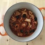 いかとオリーブのトマト煮 × 日本の辛口のロゼ