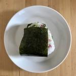 【レシピブログ】おむすび(パンチェッタと青ネギ)× 山形のマスカットベーリーA