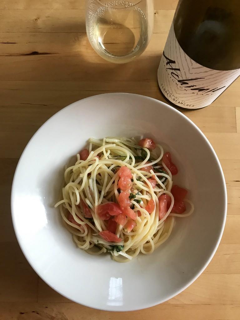 トマトとセロリの冷製スパゲッティ × 2015 ドメーヌ・ド・テール・ブランシュ コトー・デュ・ジェノワ アルシミー