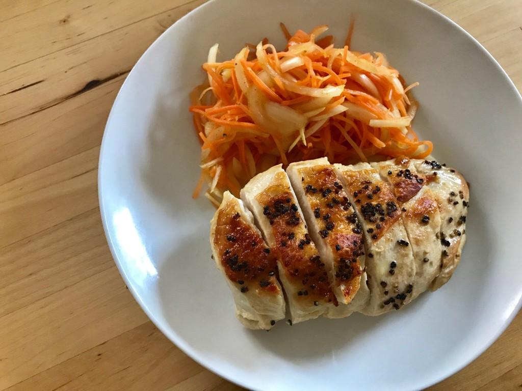 鶏胸肉のソテー × にんじんと玉ねぎのカレーマリネ