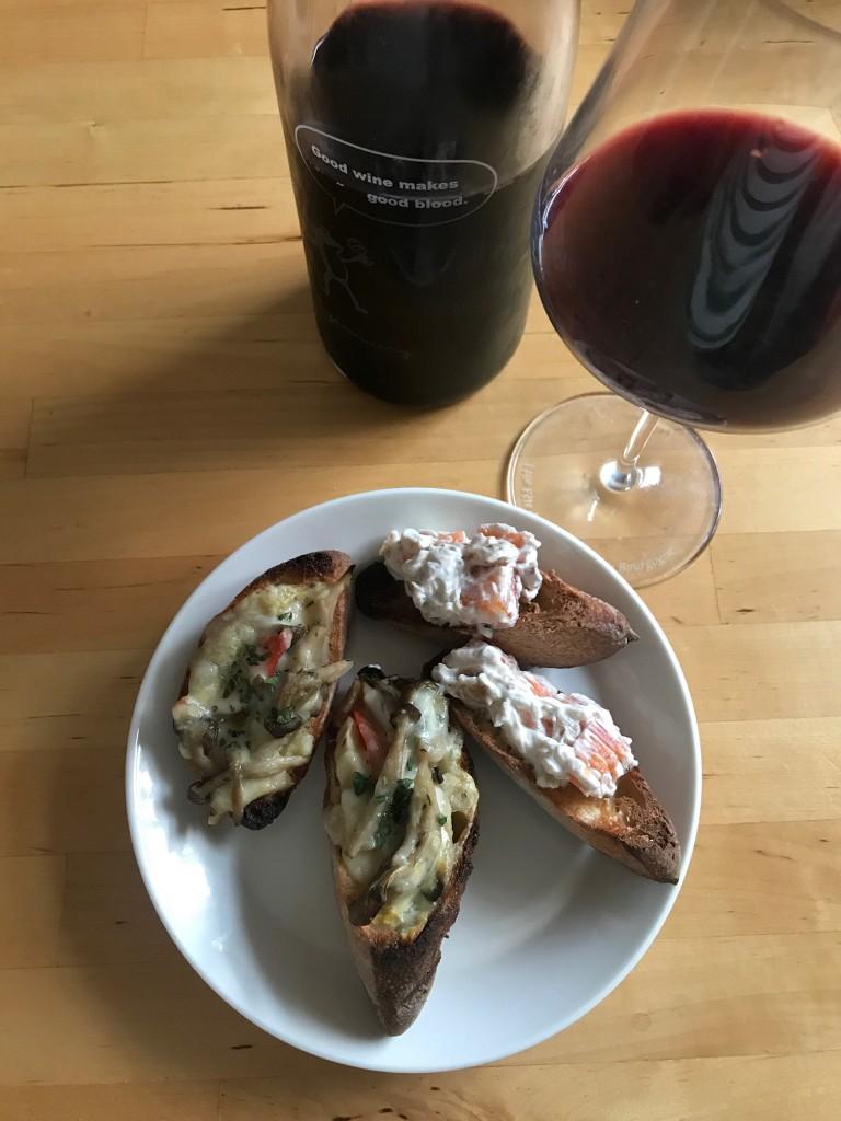 三種のきのことパプリカのタルティーヌ&柿とくるみクリームチーズのタルティーヌ × 東京の赤