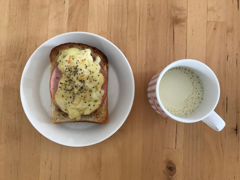 ハムチーズトースト × 豆乳