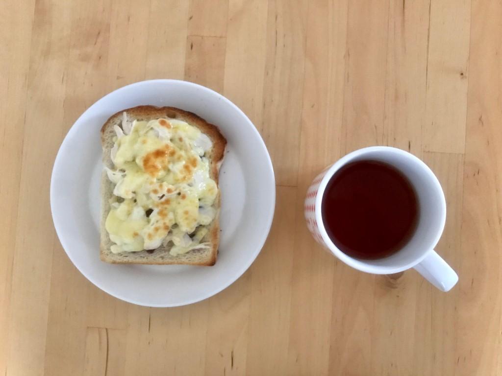 ささみのしそ梅チーズトースト × 紅茶