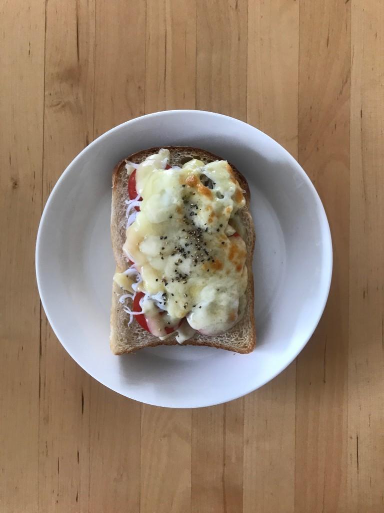 ミニトマトとしらすのチーズトースト
