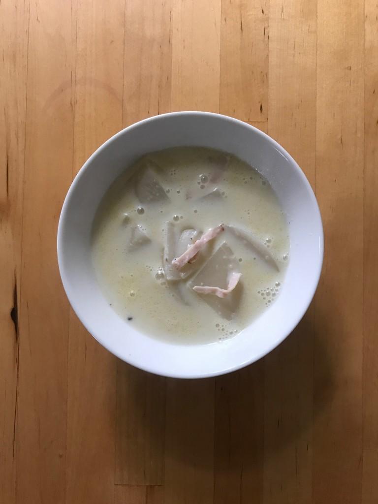 かぶとハムのしょうが豆乳スープ