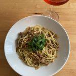 【レシピブログ】舞茸のペペロンチーノ × スペインのロゼ泡